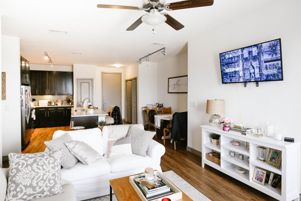 Furnished Apartments 101 - Pros and Cons - Rentonomi