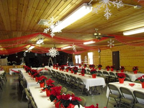 decorate church dinner table with christmas hyams | Hope Banquet .