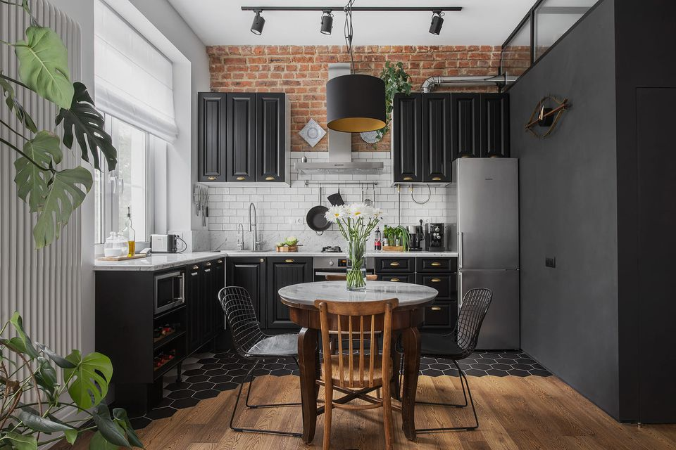 Kitchens With Black Cabine