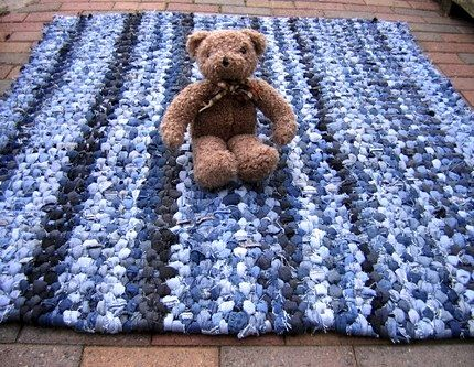 More Recycling Ideas for Kids' Blue Jeans {Area Rugs} | Denim rag ru
