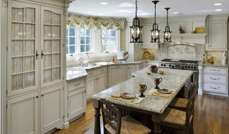 20 Beautiful Examples of French Country Kitche
