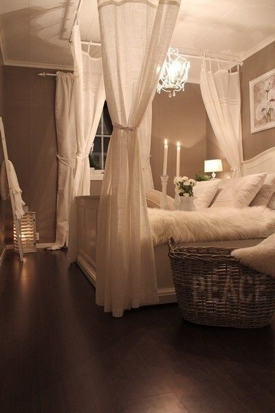 Clever idea: Four poster look with curtain rods   Home bedroom .