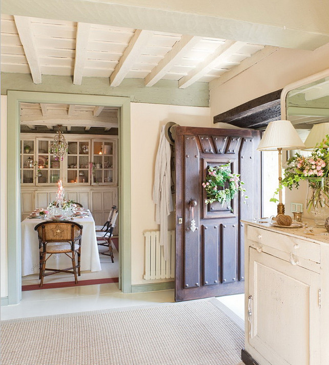 French Country Cottage with Christmas Decor - Home Bunch Interior .