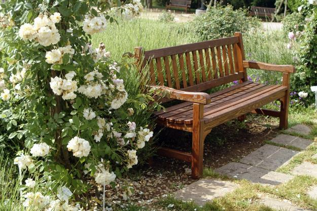 33 Wooden Benches Complimenting Garden Design and Backyard Landscapi