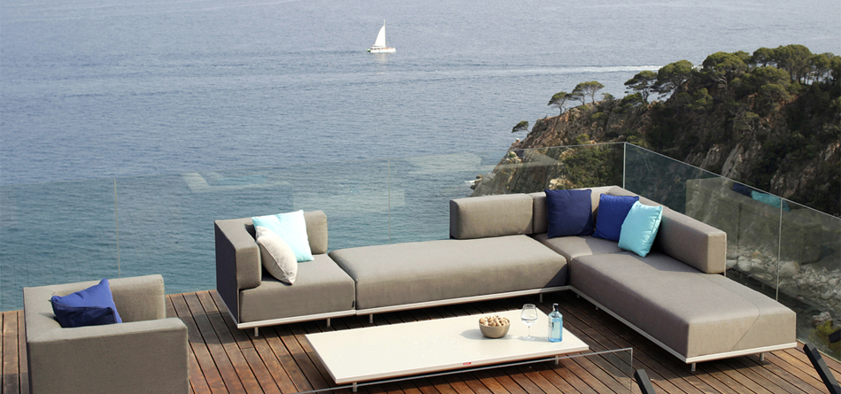 Curran Ranked #1 High-end Outdoor Furniture Resource by Apartment .