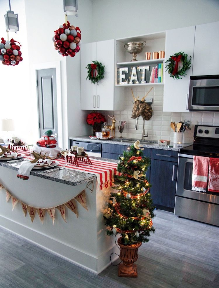 Small Space Holiday Decorating Ideas   Christmas decorations .