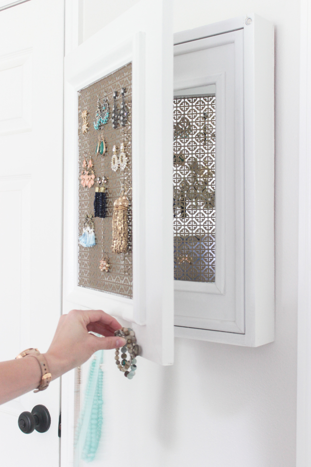 DIY Jewelry Holder with Secret Compartment - Shades of Blue Interio