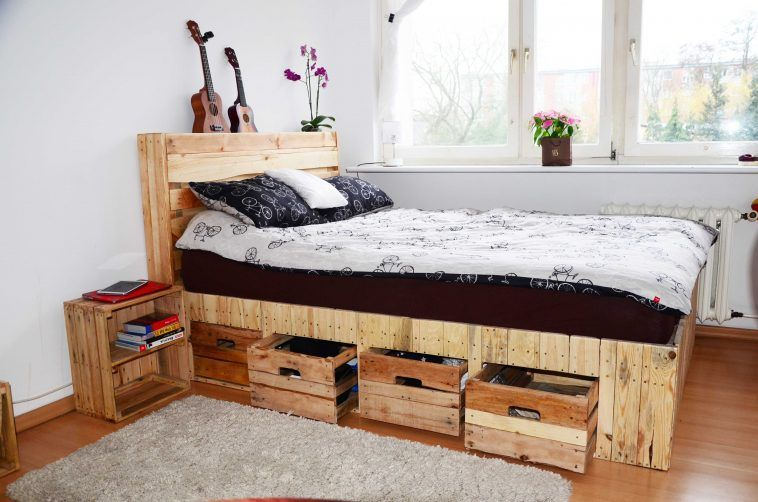 Small Bed Room With Rustic Wood Bed With Headboard And Storage .