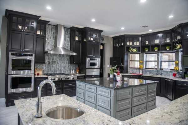 Kitchen cabinet trends: paint 'em and keep 'em closed .