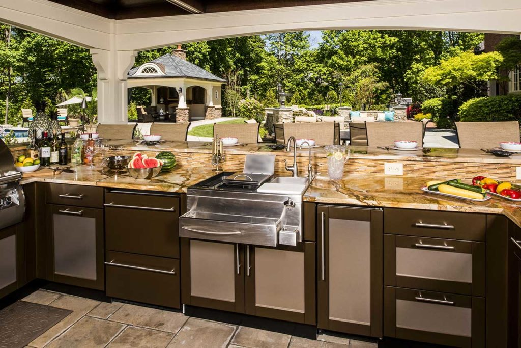 Best Outdoor Kitchen Countertop Ideas and Materia
