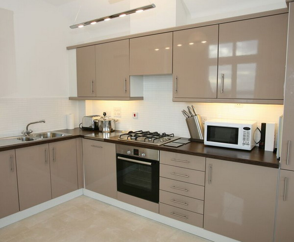 Excellent Small Space at Modern and luxury Small Kitchen Design .