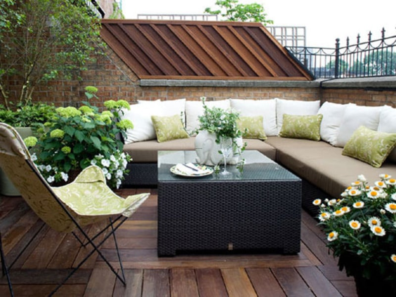 How to Make a Small Outdoor Space Feel Lar