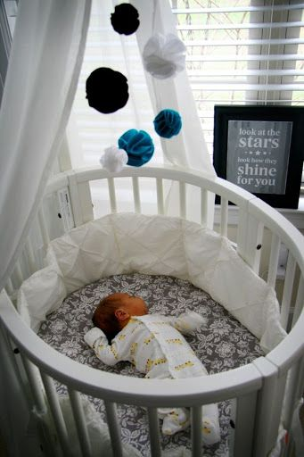 Round bassinet w/ wheels - converts into a crib & toddler bed .