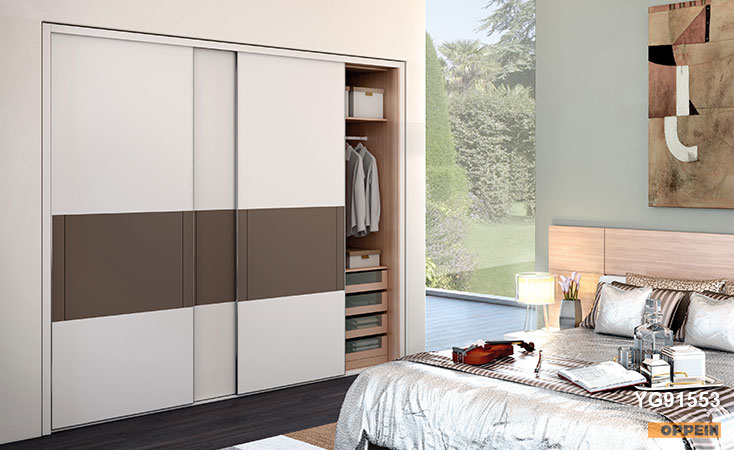 Lacquer Sliding Wardrobes & Walk-in Closets | OPPE