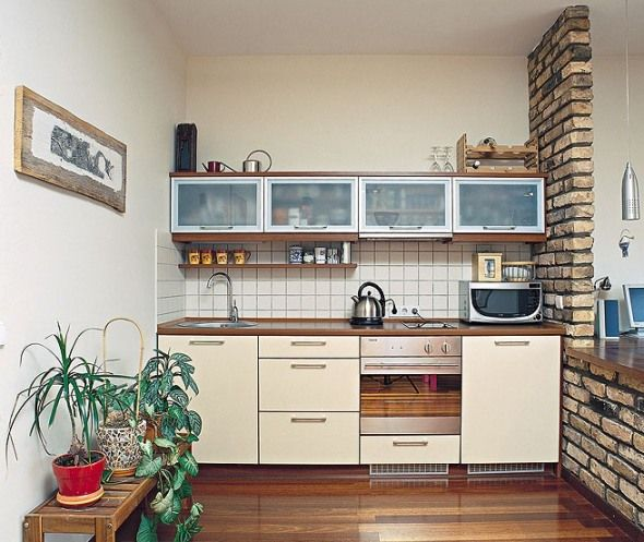 4 Ideas and Designs for a Tiny Apartment Kitchen | Small apartment .