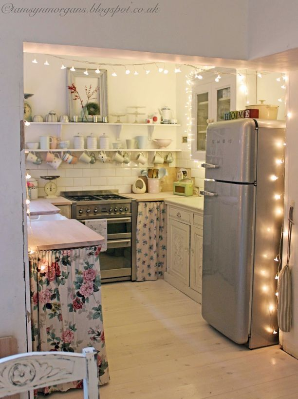Decorating an apartment in budget | Cozy apartment decor, Small .