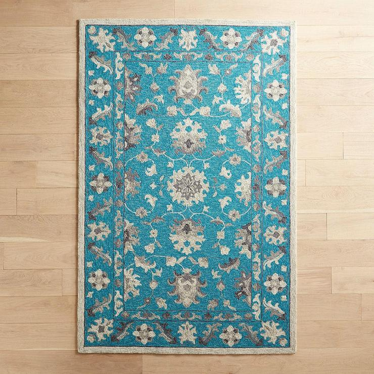 Traditional Turquoise Floral Pattern R