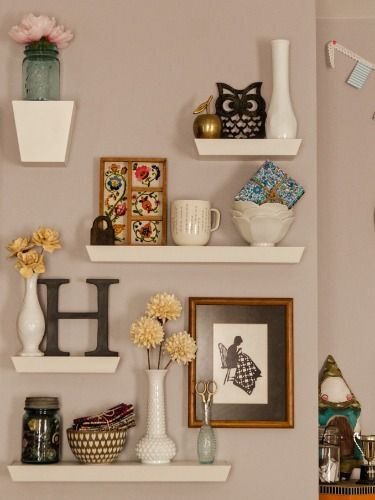 10 Different Ways to Style Floating Shelves | Decor, Home decor .