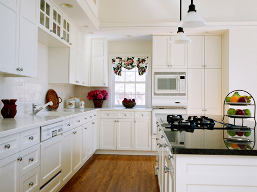White Kitchen Cabinets with White Applianc