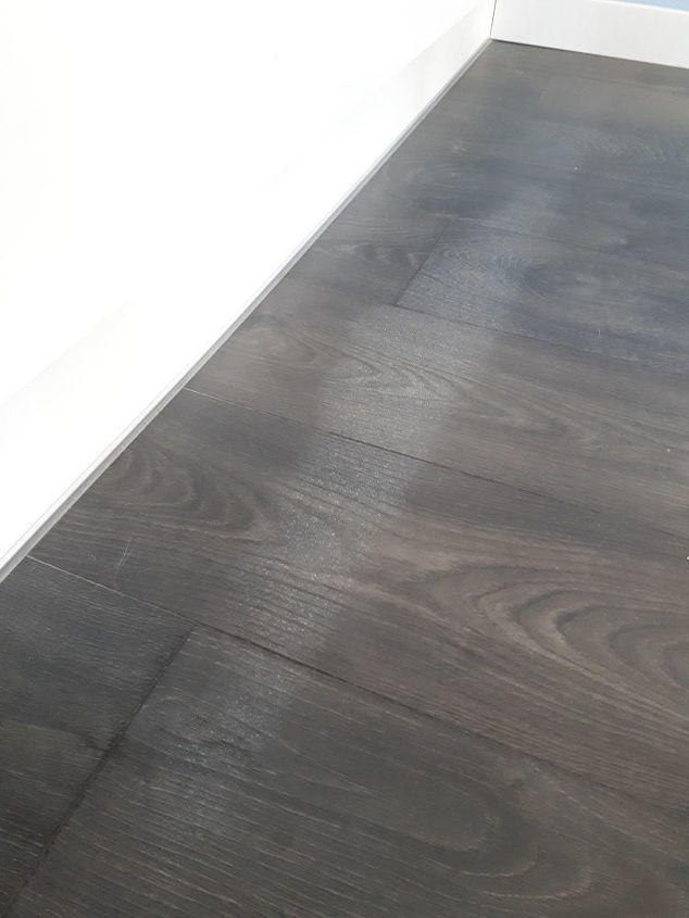 How to clean mysterious white marks from laminate flooring? | Hometa